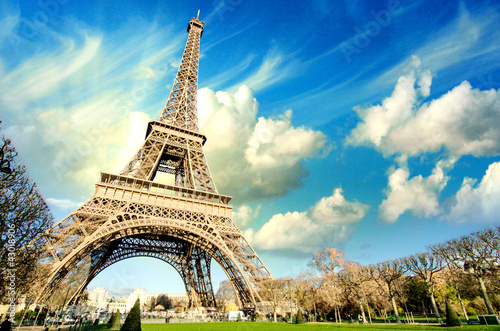 Foto op Canvas Parijs Eiffel Tower glory on a cold and sunny Winter day in Paris.