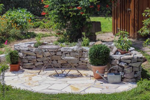 Doppelrollo mit Motiv - Sitzplatz im Garten mit Kräuterbeet (von Marina Lohrbach)