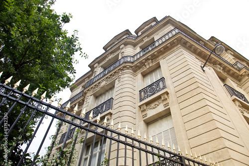Zaun Vor Einer Villa In Paris Buy This Stock Photo And Explore