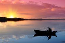 Angler Auf Dem See Bei Sonnenu...