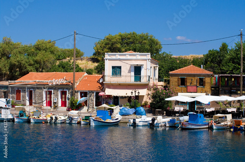 Photo fishing harbor the town of molyvos, lesvos, greece