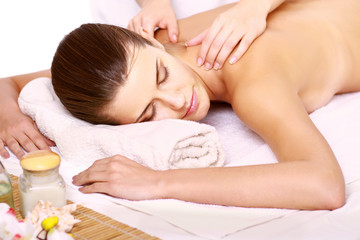 Obraz na płótnie Canvas Relaxing massage for young beautiful woman in the spa salon