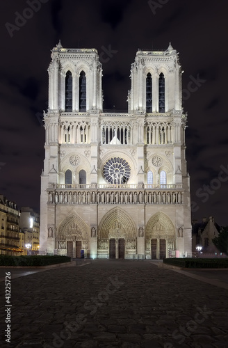 night scene of Notre Dame cathedral, Paris France - 43225726
