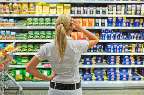 Fotografía  Auswahl in einem Supermarkt