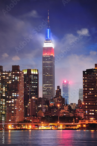 empire-state-building-w-nocy
