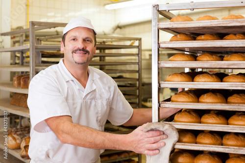 In de dag Bakkerij Bäcker in seiner Backstube