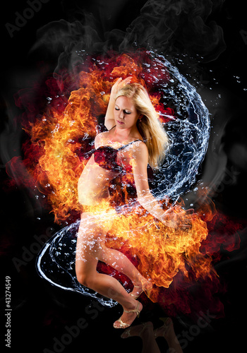 Foto  Beautiful blond woman bounded with fire and water