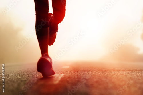 Athlete running road silhouette Fototapet