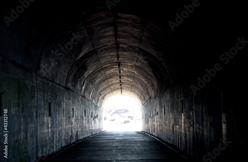Foto auf AluDibond Tunel Long Dark Tunnel With Light At The End
