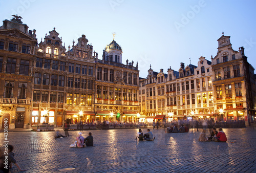 Poster Brussel Brussels - The main square and Town hall in evening