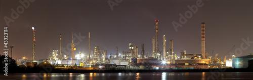 Foto op Plexiglas Industrial geb. Paesaggio industriale notturno