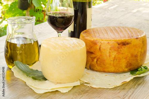 Photo  Formaggi e vino rosso dalla Sardegna