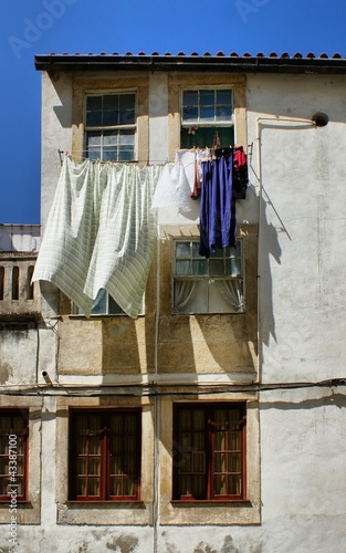 Fototapety, obrazy: Drying clothes on house window in Coimbra
