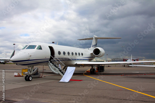 Foto op Aluminium Luchthaven ladder in a private jet