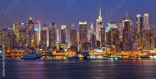 Manhattan at night - 43422560