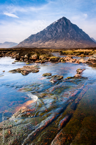 Photo Scottish highlands landscape scene with mountain and river