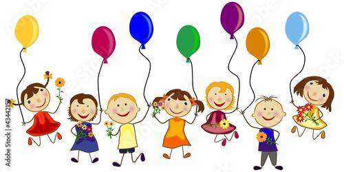 grupa-dzieci-z-kwiatami-i-balonami