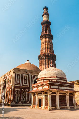 Stickers pour portes Delhi The minaret of Qutub Minar in Delhi, India