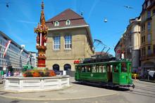 Ancien Tram Dans Le Centre Ville De Bâle, Suisse.