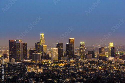 Foto op Plexiglas Los Angeles view to city of Los Angeles from Griffith park in the evening