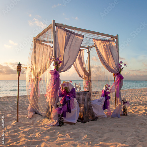 Foto-Schiebegardine Komplettsystem - Romantic Wedding Table on Sandy Tropical Caribbean Beach at Suns
