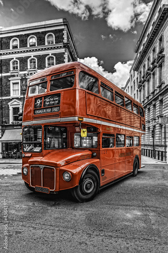 Foto op Canvas Londen rode bus Double Decker London bitonal