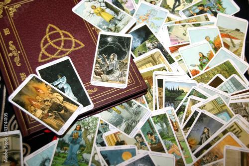 Fototapeta Buch der Schatten + Tarotkarten (Hexentarot) obraz na płótnie