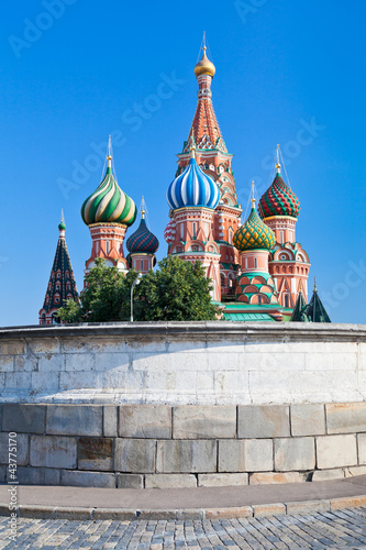 Платно  Place of Skulls and Saint Basil's Cathedral in Moscow
