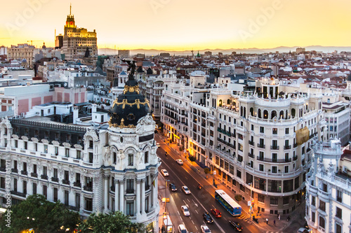 Poster de jardin Photo du jour Panoramic view of Gran Via, Madrid, Spain.
