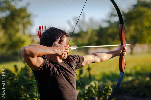 Foto-Schmutzfangmatte - Young archer training with the  bow (von lightpoet)