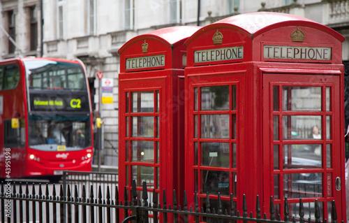 Foto op Canvas Londen rode bus Telefonzellen mit Doppeldeckerbus in London