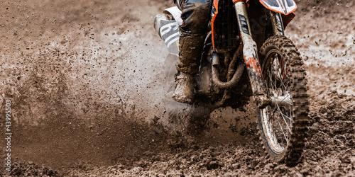 Fotobehang Motorsport Motocrosser im Dreck