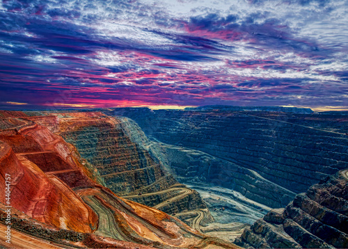 Photo Stands Australia Super Pit open cut gold mine , Kalgoorlie Western Australia