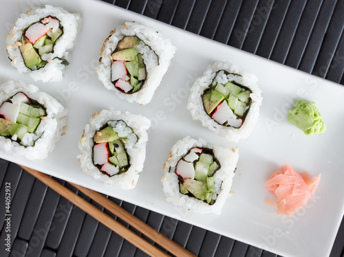 Photo  sushi - california rolls shot from overhead