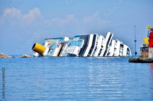 Foto op Aluminium Schipbreuk naufragio concordia isola del giglio toscana
