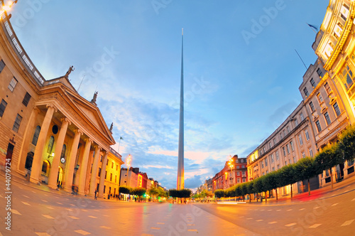 Carta da parati The historic Spire of Dublin in night time