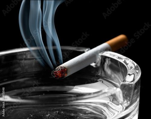 Fotografia, Obraz  Cigarette on ashtray