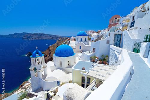 Spoed Foto op Canvas Mediterraans Europa Church Cupolas of Oia town on Santorini island, Greece