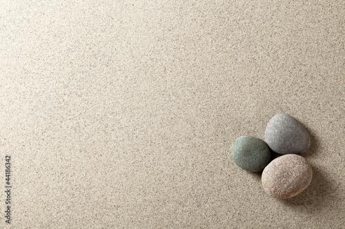 Foto auf Leinwand Zen-Steine in den Sand Stones