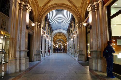 In de dag Temple Passage im Palais