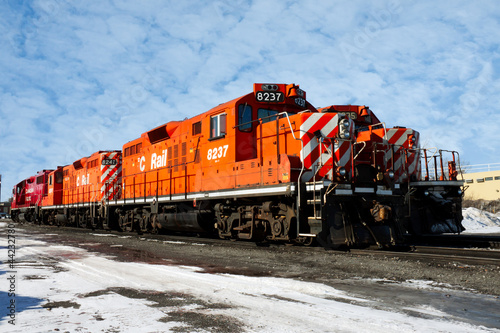 Photo  heavy diesel north american locomotive in winter