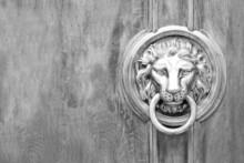 Lion Head Door Knocker, Ancien...