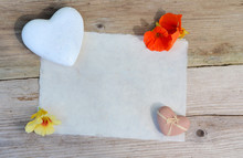 Büttenpapier Herz Blumen Altes Holz Hintergrund