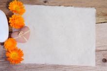 Büttenpapier Herz  Holz Hintergrund