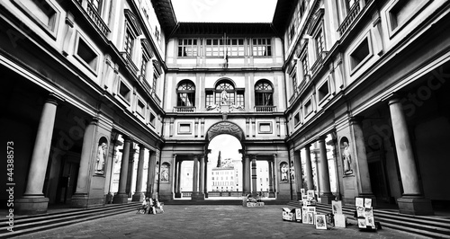 Photo Famous Uffizi Gallery in Florence, Italy