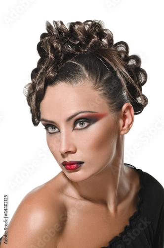 portret-brunetka