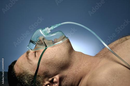 Fotografía Man in mask oxygen.