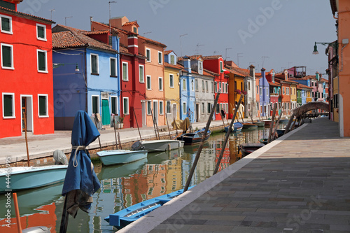 Foto op Plexiglas Venetie canal in Burano little village on Venetian lagoon ,vivid painted