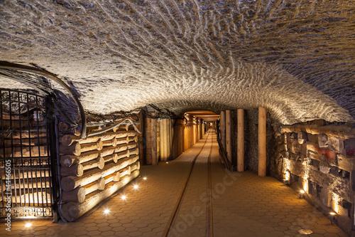 fototapeta na drzwi i meble Podziemny korytarz w kopalni soli w Wieliczce, Polska.