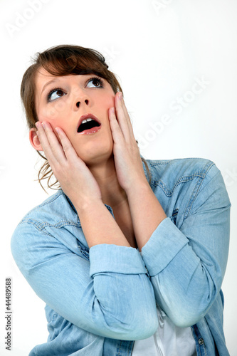 Photo woman looking very surprised